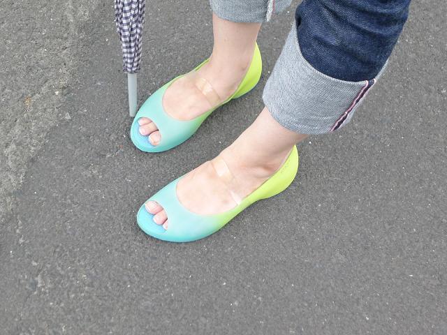 w120808-shoesband06.JPG